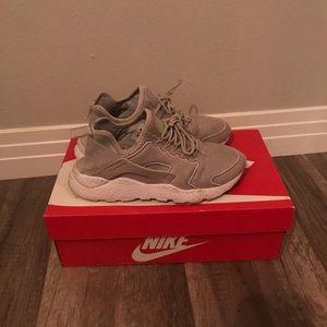 Nike Gray Roshe